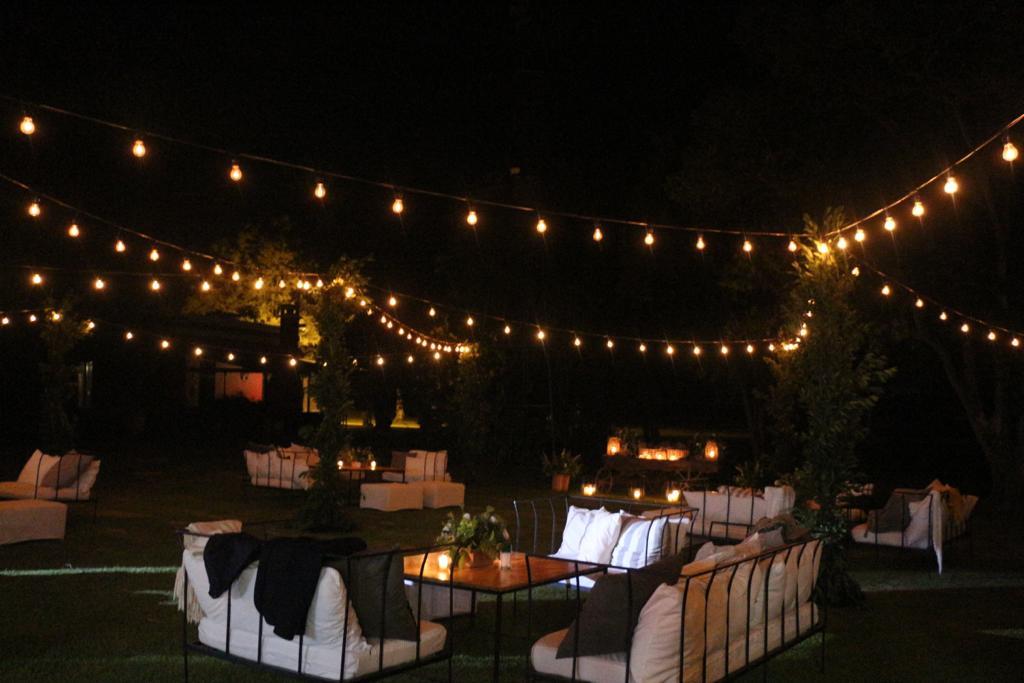 jardín estancia ambientado para evento de noche