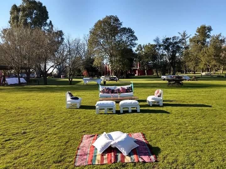 jardín de estancia ambientado para eventos al aire libre